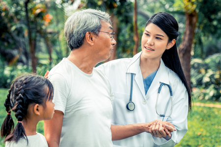 Friendly doctor taking care of senior man in the hospital garden. Medical and healthcare doctor service concept. Banque d'images