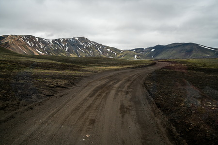 Beautiful Landmanalaugar gravel dust road way on highland of Iceland, Europe. Muddy tough terrain for extreme 4WD 4x4 vehicle. Landmanalaugar landscape is famous for nature trekking and hiking. 版權商用圖片