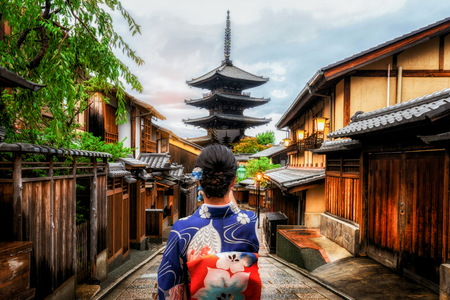 Kyoto, Japan Culture Travel - Asian traveler wearing traditional Japanese kimono walking in Higashiyama district in the old town of Kyoto, Japan. Imagens