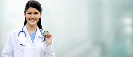 Professioneller Arzt im Krankenhaus. Medizinisches Gesundheitswesen und Ärztedienst.