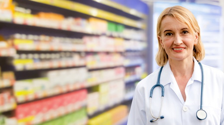 Senior woman pharmacist working in the pharmacy. Medical healthcare and medicine service. Reklamní fotografie - 124824262