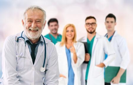 Groupe de personnes de la santé. Médecin professionnel travaillant dans un bureau d'hôpital ou une clinique avec d'autres médecins, infirmière et chirurgien. Institut de recherche en technologie médicale et concept de service du personnel médical.