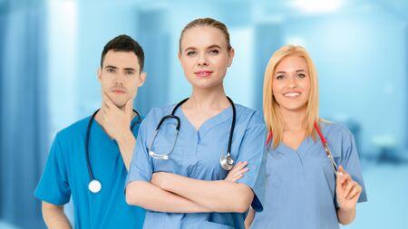 Menschengruppe im Gesundheitswesen. Professioneller Arzt, der im Krankenhausbüro oder in der Klinik mit anderen Ärzten, Krankenschwestern und Chirurgen arbeitet. Medizintechnisches Forschungsinstitut und Servicekonzept für Arztpersonal.