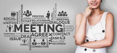 Affari commercio finanza e concetto di marketing. Nube di parole di parole chiave relative all'analisi finanziaria, alla gestione delle persone, all'obiettivo target, alla pianificazione aziendale e ai dati del mercato azionario. Archivio Fotografico