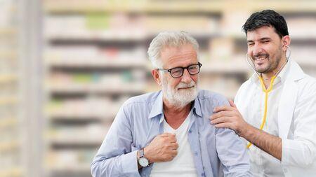 Patient besucht Arzt im Krankenhaus. Konzept der medizinischen Versorgung und des Arztpersonals.