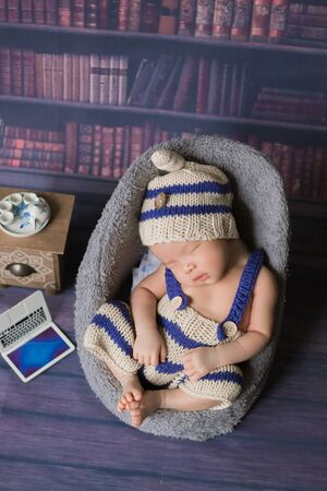 Adorable newborn baby sleeping in cozy room. Cute happy infant baby portrait with sleepy face in bed. Soft focus at the baby eyes. Newborn nursery care concept. Zdjęcie Seryjne - 128905151