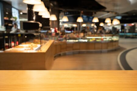 Wood table in blurry background of modern restaurant room or coffee shop with empty copy space on the table for product display mockup. Interior restaurant counter design concept. Stockfoto