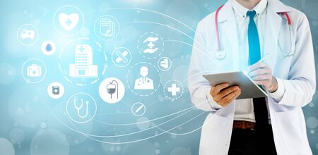 Medical Healthcare Concept - Doctor in hospital with digital medical icons graphic banner showing symbol of medicine, medical care people, emergency service network, doctor data of patient health. Stockfoto