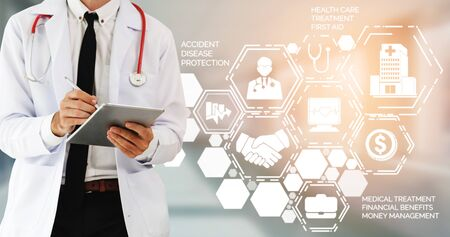 Medical Healthcare Concept - Doctor in hospital with digital medical icons graphic banner showing symbol of medicine, medical care people, emergency service network, doctor data of patient health. Banco de Imagens