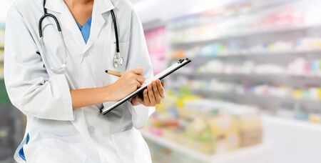 Woman pharmacist working at pharmacy. Medical healthcare and doctor staff service. Banco de Imagens