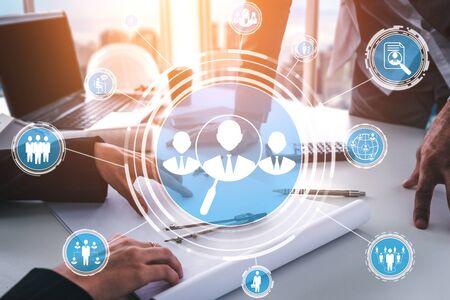 Human Resources Recruitment und People Networking-Konzept. Moderne grafische Benutzeroberfläche, die die Einstellung professioneller Mitarbeiter und Headhunter zeigt, die Interviewkandidaten für zukünftige Arbeitskräfte suchen.