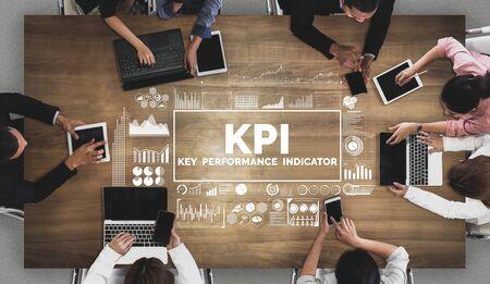 Indicateur de performance clé KPI pour le concept d'entreprise - Interface graphique moderne affichant des symboles d'évaluation des objectifs d'emploi et des chiffres analytiques pour la gestion des KPI marketing.
