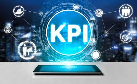 Indicador clave de rendimiento de KPI para el concepto empresarial: interfaz gráfica moderna que muestra símbolos de evaluación de objetivos de trabajo y números analíticos para la gestión de KPI de marketing. Foto de archivo