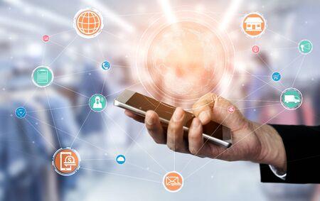 Omnichannel-technologie van online detailhandel. Multichannel-marketing op het sociale-medianetwerkplatform biedt service van internetbetaalkanaal, online winkelen in de detailhandel en omni-digitale app.