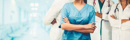 Professionelles Gesundheitswesen mit anderen Ärzten, Krankenschwestern und Chirurgen. Standard-Bild