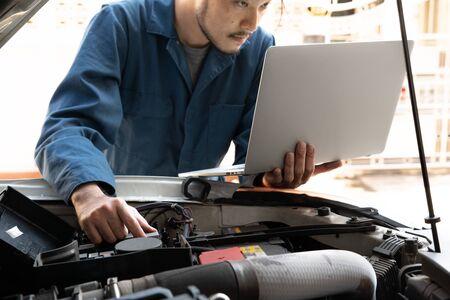 Professional mechanic providing car repair and maintenance service in auto garage. Car service business concept. Reklamní fotografie