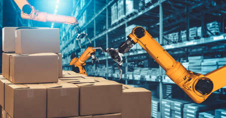 Smart robot arm system for innovative warehouse and factory digital technology . Automation manufacturing robot controlled by industry engineering using IOT software connected to internet network . 免版税图像