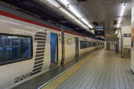 treno espresso: Nagoya,Japan - April 1,2015 : The Meitetsu 2200 Series Limited Express train at Nagoya station. Editoriali