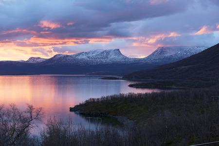 アビスコ、スウェーデンで視点に光の朝。 写真素材