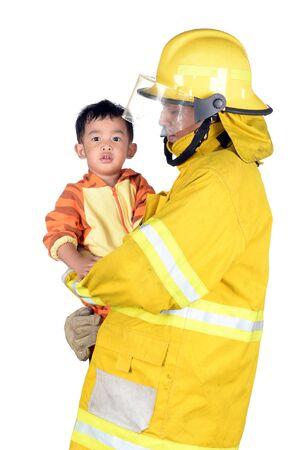 bombera: Bomberos que ayudan a personas y animales. en el fondo blanco.