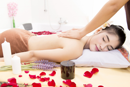 pay attention: Women pay attention to health and beauty. The spa facial and body massage.