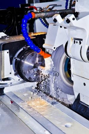 Dieses Foto über Maschinenindustrie, heißt Rundschleifen. Standard-Bild - 12192161