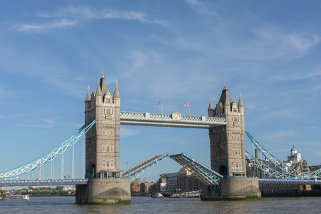 allowing: Tower Bridge in London is beeing open, allowing tall ships to sail trough