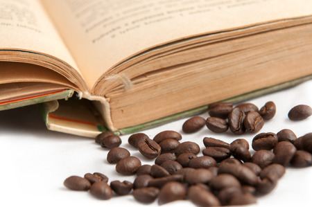 cafe colombiano: Foto del libro viejo con los granos de caf� Foto de archivo