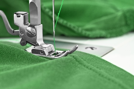 Nähmaschine und Kleidungsstück, Detail