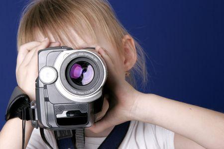 bambina girare il video con la videocamera home video Archivio Fotografico