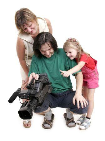 madre e dauhter guardare alla videocamera vicino il video operatore
