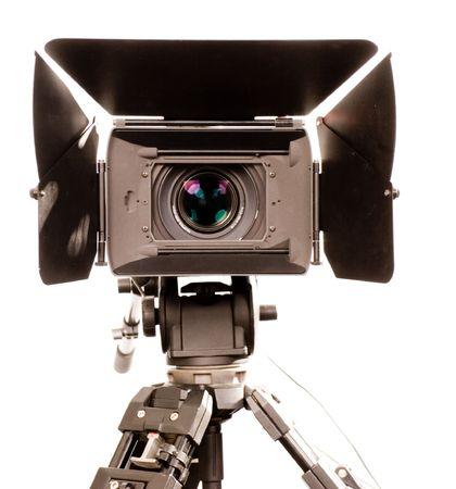 la vista frontale dello stand nero hd-videocamera su sfondo bianco Archivio Fotografico