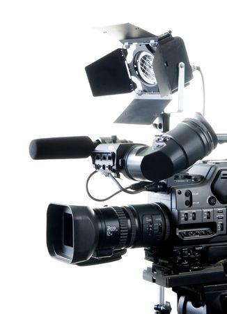 isolati videocamera digitale e registratore posto luce con sfondo bianco