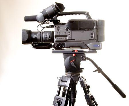 isolati registratore videocamera digitale su treppiede con sfondo bianco