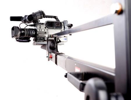 videocamera digitale registratore sul nero tv gru