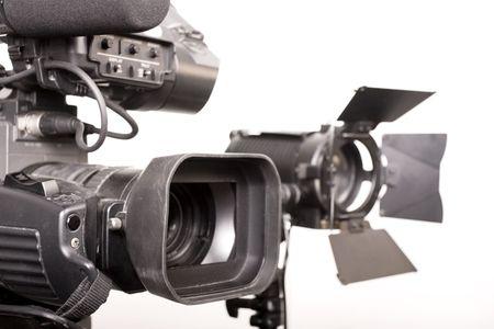 close-up dv-cam videocamera e la sorgente di luce in studio