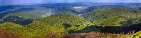 the aerial panoramic view from the peak of carpathian Parashka mount, aerial view of villages Krushelnitca, Korchyn, national park Skolivski beskidy, Lviv region of Western Ukraine Standard-Bild