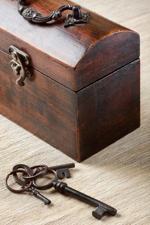muebles antiguos: El viejo baúl con la tecla