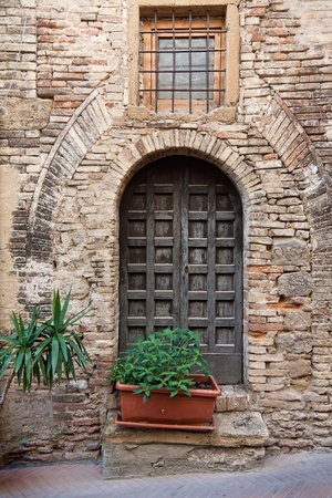 gothic window: Beautiful picturesque nook of rural Tuscany Stock Photo