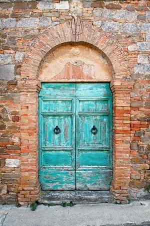 arcos de piedra: Dor de edad en la Toscana, Italia