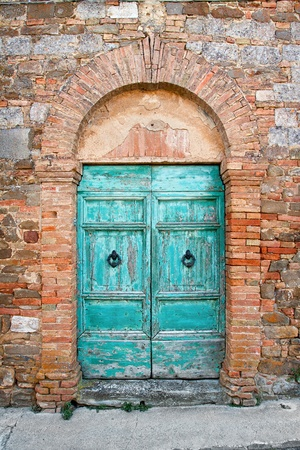 Old dor in Tuscany, Italy Stock Photo - 12850386