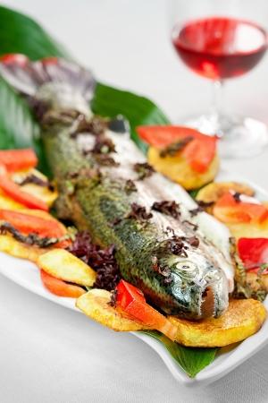 truchas: Trucha arco iris con patatas asadas