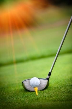 golf drapeau: Un club de golf sur un terrain de golf Banque d'images