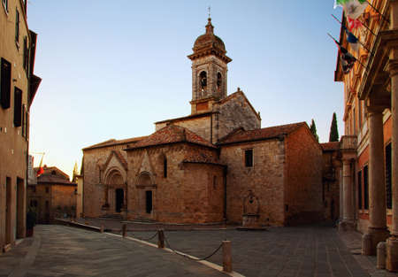 san quirico dorcia: Beautiful and picturesque church in the Tuscany town of San Quirico dOrcia in the evening time