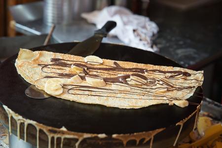 パリのストリート ベンダーが作ったパンケーキ