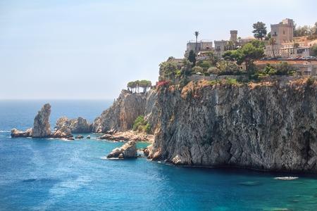 Island Isola Bella rocky coast in Taormina, Sicily Imagens