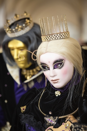 carnevale: VENICE, ITALY - FEBRUARY 27, 2014: Unidentified person with Venetian Carnival mask in Venice, Italy on February 2014.   In 2014 was the Venetian Carnival held between 15 February and 4 march Editorial