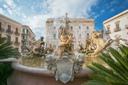 ortigia: Diana fountain in the center of Siracusa - piazza Archimede  Syracuse, Sicily, Italy: sculptures of Archimede Square. Beautiful representative picture of Sicilian and Italian tourism. Stock Photo