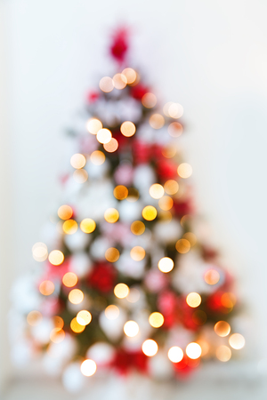 Abstract christmas tree formed by blurred lights Foto de archivo - 115675119