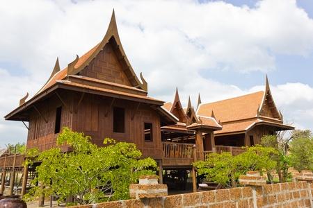 옛 태국 집 가정 에너지 효율. 에디토리얼